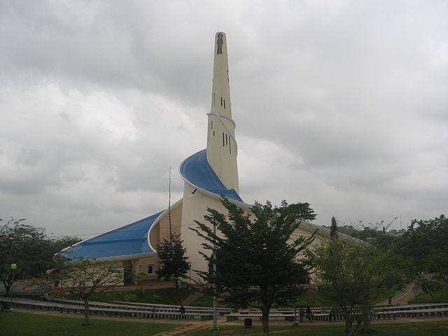 640px Sanctuaire Marial dAbidjan Eglise principale 1