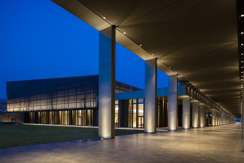 04 Avci Architects Kintele Congress Hall photo 1emre doeter